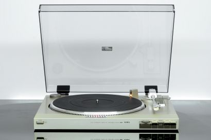 AIWA AP-D60 Direct Drive Turntable