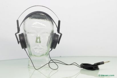 Yamaha HP-1 Headphones, design by Mario Bellini
